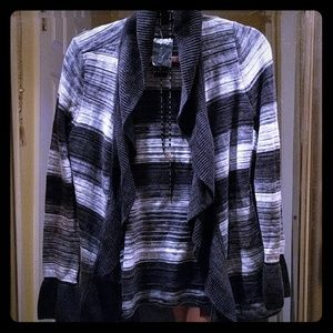 Nwt White House Black Bell Sleeve sweater