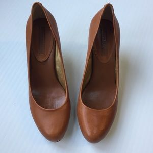 Banana Republic Camel Colored Pumps