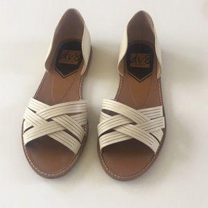 Dolce Vita Cream Slip On Cross Flats Sandals Sz9