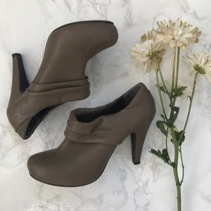 Madden Girl Castillo booties boots vegan leather 8