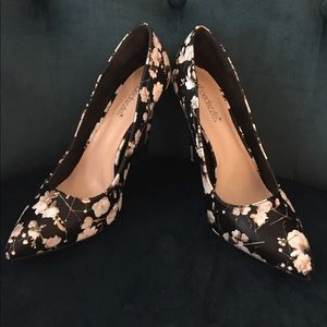 Chic floral pumps
