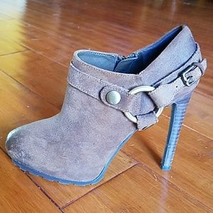 ADORABLE GUESS BROWN SUEDE LEATHER ANKLE BOOTIES