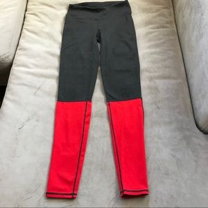 FABLETICS leggings in gray/red EUC Size XS ❤️