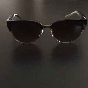 Barely worn Tory Burch sunglasses!