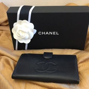 AUTHENTIC CHANEL Caviar Leather CC Logo Wallet