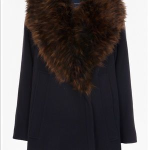 Beautiful coat with removable faux fur collar