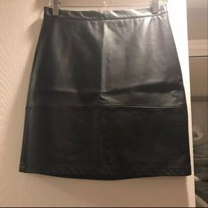 NWOT French Connection Faux leather skirt