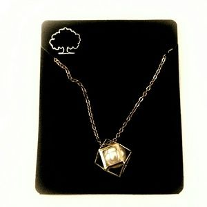 Jewelry - New!  Gold Tone Caged Pearl Necklace