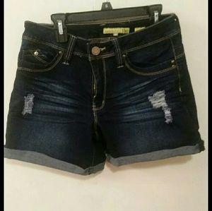 Women's sz 5 Midrise Jean shorts never worn