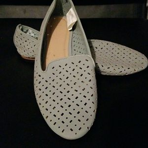 New NEVER worn Casual flats