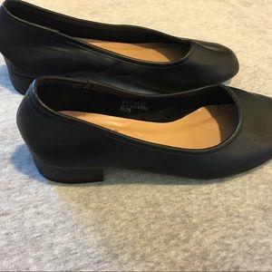 Low-heel black shoes!