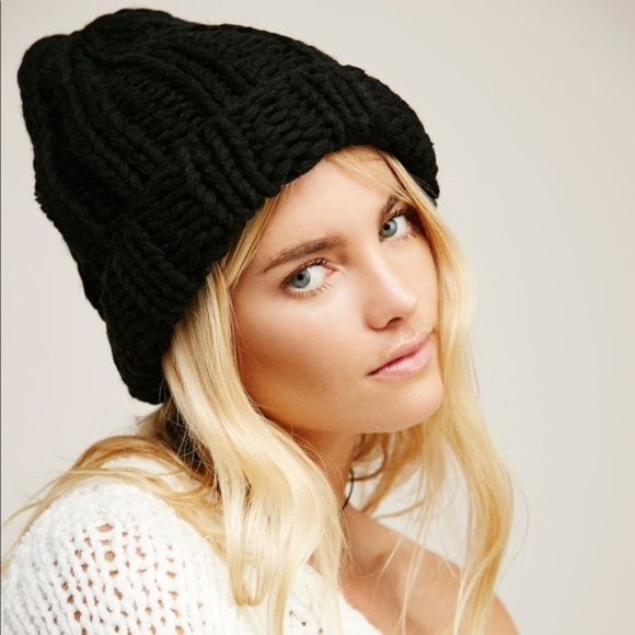 778eb03882855 NWOT Free People black chunky knit beanie hat