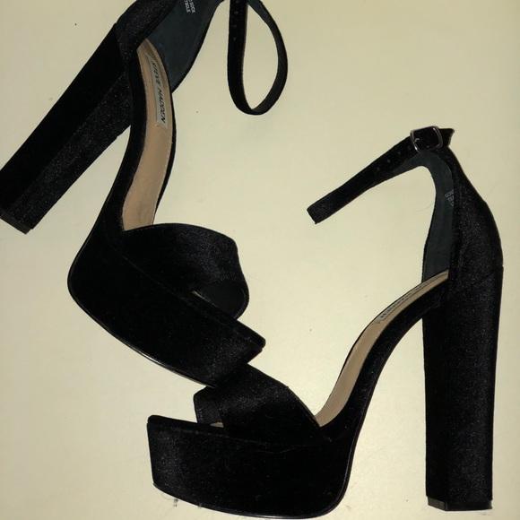 93db46960fe Steve Madden Gonzo Black Velvet Platform Heel. M 5a2d9efbea3f369675002701
