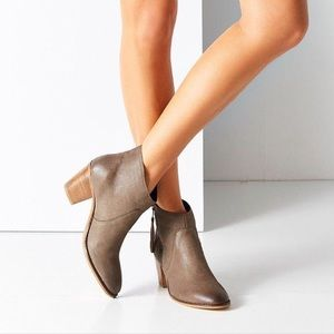 URBAN OUTFITTERS faye leather side zip booties