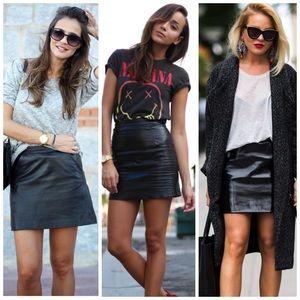 Vtg 90s black leather mini skirt