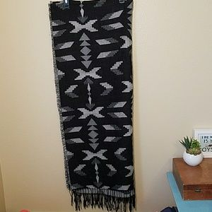 Aztec black and grey wrap scarf H&M