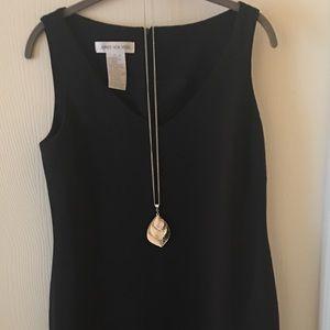Jones New York Sleeveless Vneck Dress LIKE NEW!