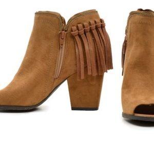 Dolce Vita 8.5 heeled peep toe booties