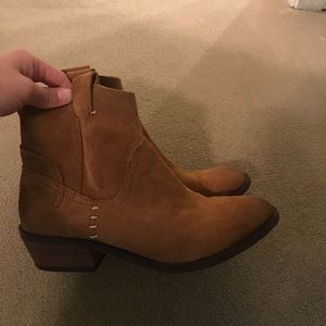 size 6 Dolce Vita booties