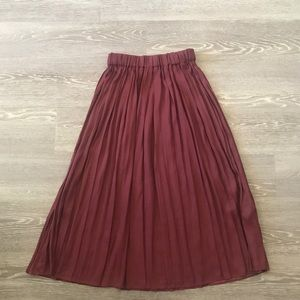 H&M Midi Skirt Sz 2 Burgundy/Wine Pleated