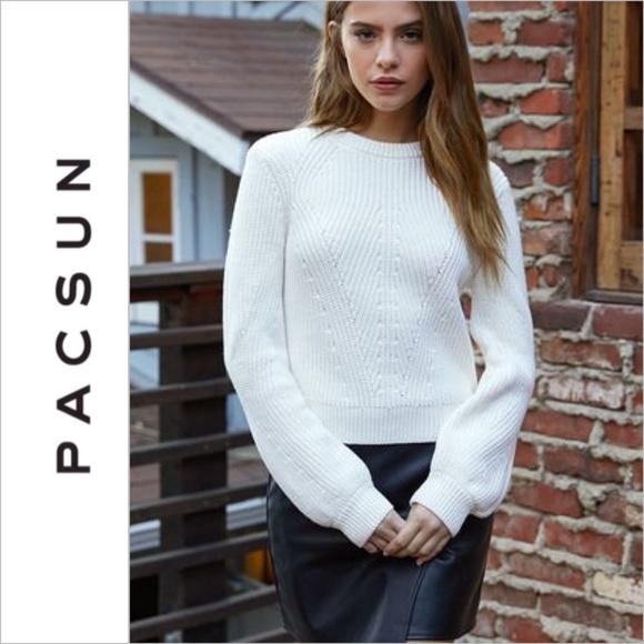 1f2963faed6 PacSun LA Hearts White Balloon Sleeve Sweater. M 5a2db0ea4225be002f008444
