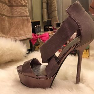 BEBE super sexy 💥💥gray high heels