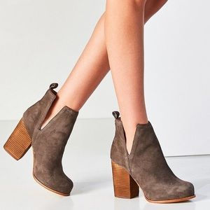UO x Jeffrey Campbell Oshea Suede Ankle Boot