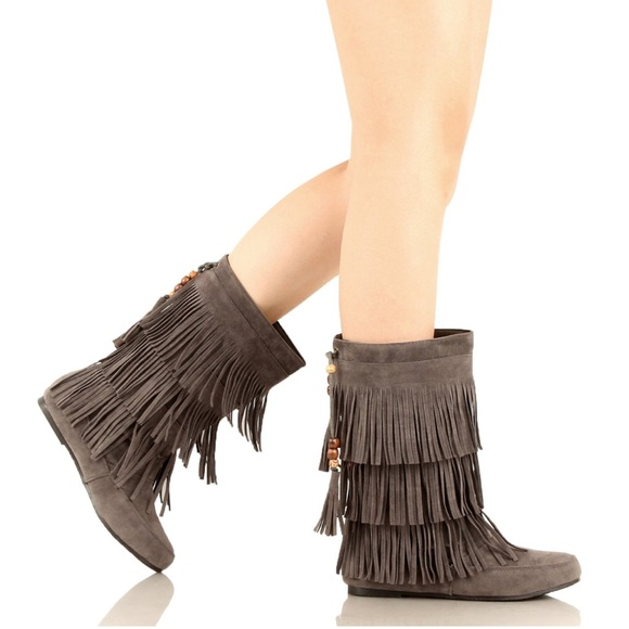 Boutique Shoes - Three Layers Grey Fringe Moccasin Boots