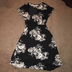 Perfect spring time dress! Black& White floral