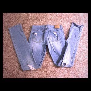Distressed Hollister light wash jeans 💎