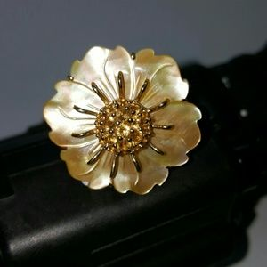 Beautiful carved mop citrine in a flower 14kt ring