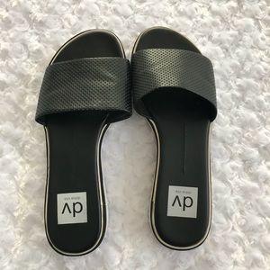 dv by Dolce vita Black Slide in Sandals Size 6.5