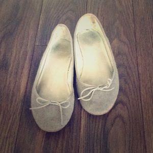 Super cute grey GAP felt ballet flats