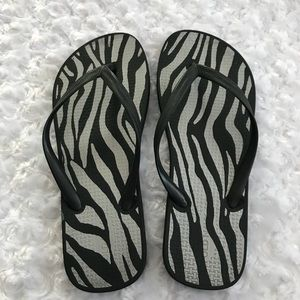 Old Navy Sandals Black Zebra print Sz 6 Flip Flops