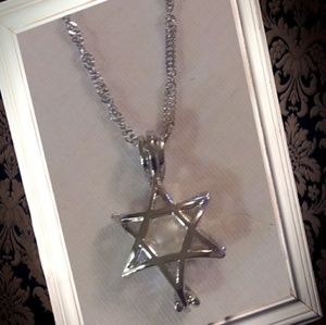 Jewelry - .925 silver star shape pearl cage locket necklace