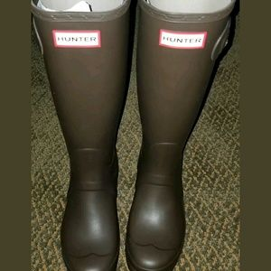 Hunter boots,size 7,bitter chocolate,new