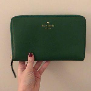 Kate Spade - Travel Wallet