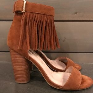 Cognac suede heels with fringe detail.  Sexy 💥💥