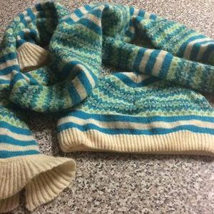 Gap matching hat and scarf bundle