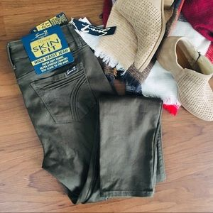 Seven7 High Waisted Skinny Jeggings Olive 6 NWT
