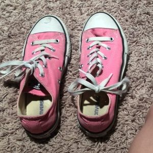 Other - I am selling pink converse😘