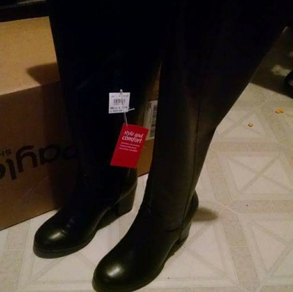 254c47f4fd00 Black knee high boots. NWT. dexflex comfort