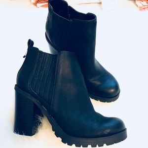 Black ankle boots 💫