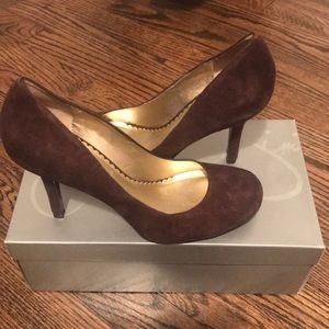 Jessica Simpson round-toe brown suede heels