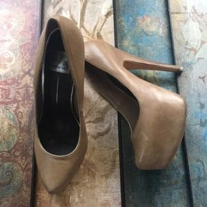 "Dolce Vita ""Devon"" desert leather pump size 9"