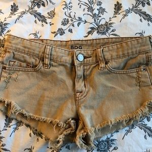 SLIGHTLY DISTRESSED BDG SHORTS FROM UO!