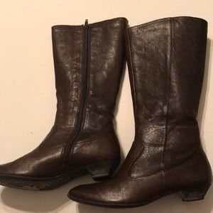 Born tall leather boots in dark brown color 6 1/2