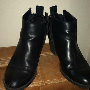 DV black booties