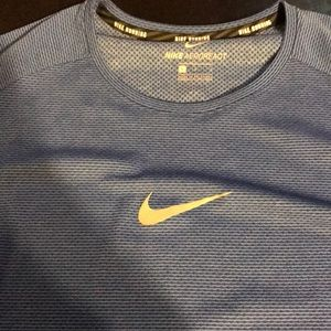 Men's Large Nike Athletic Shirt in Blue NWT 🎁🎁