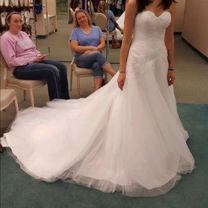 Brand new David's bridal wedding dress